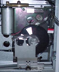 Двухместный операционной пружинный механизм динамоэлектрический